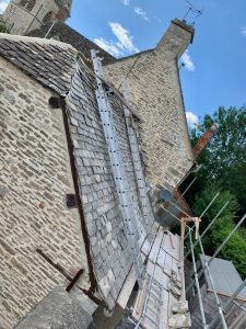 "alt=""cotswold stone roof"""